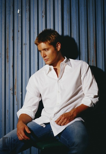 Winchester's Journal Обои with a business suit called Jensen Ackles - Тайны Смолвиля Promo's