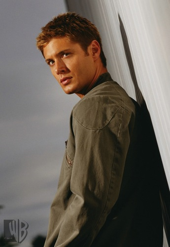 Winchester's Journal Hintergrund with a green baskenmütze called Jensen Ackles - Smallville Promo's