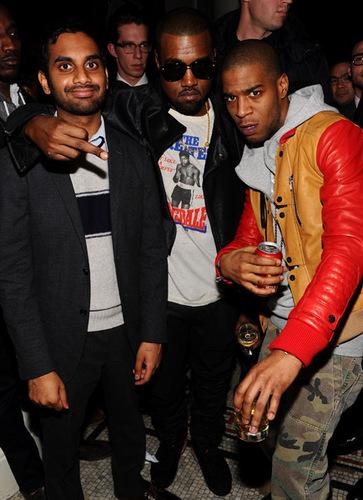 Kanye @ Fashion tunjuk