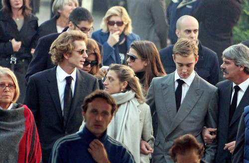 la Princesse charlotte Casiraghi fond d'écran with a business suit, a suit, and a dress suit called Laura Sabatini Casiraghi's funeral