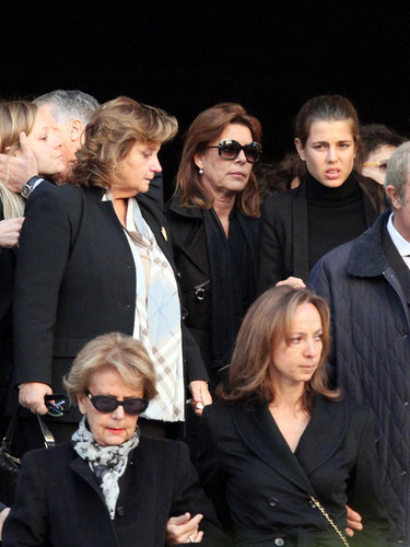 Prinzessin charlotte Casiraghi Hintergrund with a business suit called Laura Sabatini Casiraghi's funeral
