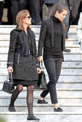 la Princesse charlotte Casiraghi fond d'écran with a business suit and a well dressed person titled Laura Sabatini Casiraghi's funeral