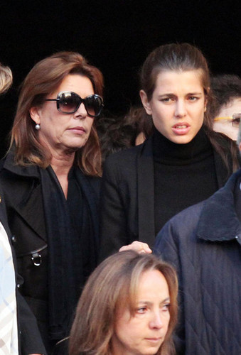 Prinzessin charlotte Casiraghi Hintergrund probably containing sunglasses called Laura Sabatini Casiraghi's funeral