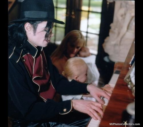 Michael Jackson, with Family, at Neverland [= <3