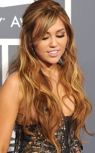 Miley @ 2011 Grammy Awards