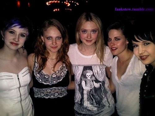 New ছবি of Kristen and Dakota with অনুরাগী at the premiere of''Runaways''in Austin.