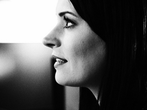 Paget Brewster fond d'écran entitled Paget-Cuteness in Black & White!