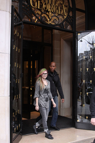Paris Papparazzi after Avril