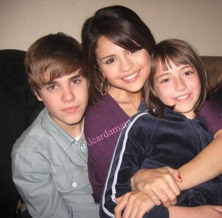 Selena Gomez On Justin BIEBER'S LAP
