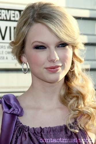 Taylor Swift wallpaper with a portrait titled Taylor Swift Beautiful