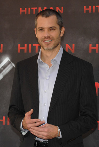 Timothy Olyphant پیپر وال containing a business suit and a suit entitled Timothy Olyphant