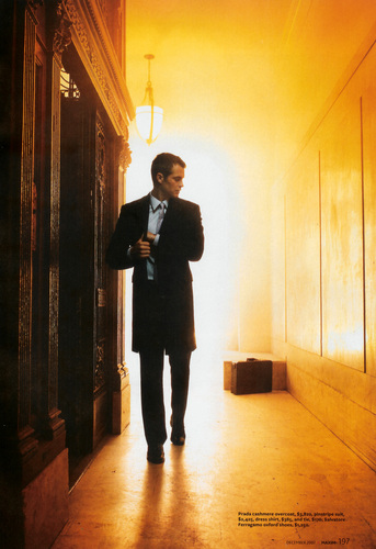 Timothy Olyphant پیپر وال with a concert, a business suit, and a living room entitled Timothy Olyphant