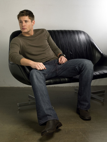 Winchester's Journal kertas dinding containing a sofa, kerusi panjang and a family room titled Unknown Shoot - Jensen Ackles 09