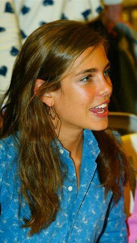 Prinzessin charlotte Casiraghi Hintergrund containing a portrait called charlotte