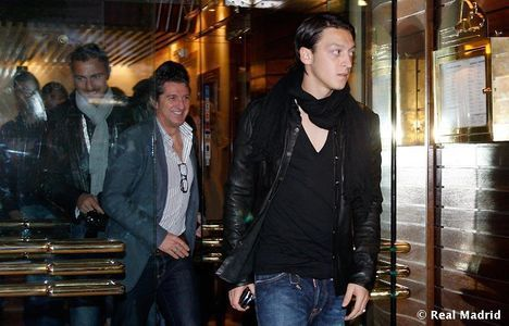 Mesut Özil wallpaper with a street and a revolving door entitled mesut :)))