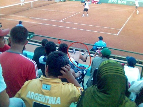 unruly fans - tennis Photo