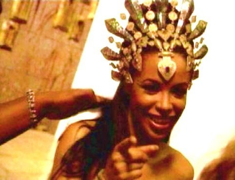 """Aaliyah on the set of the movie """"Queen of the Damned """""""