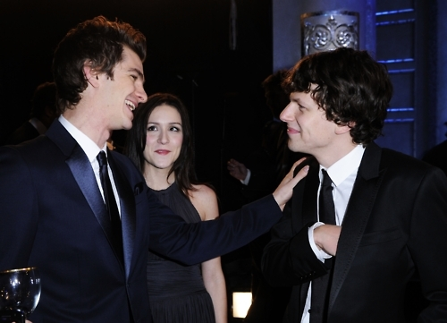 is jesse eisenberg dating andrew garfield For jesse eisenberg and andrew garfield, 2010 had to be some kind of crazy year eisenberg started things off playing a drug dealing orthodox jew in holy rollers and garfield a soulful clone in never let me go.