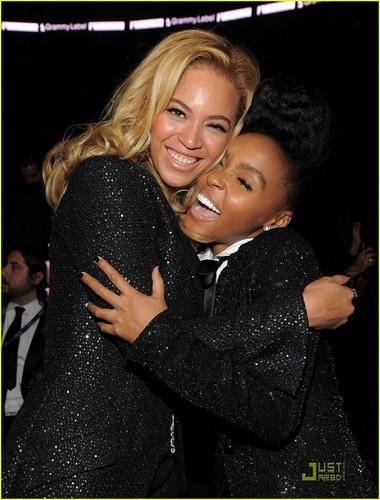 বেয়ন্স & Gwyneth Paltrow - Grammys 2011!