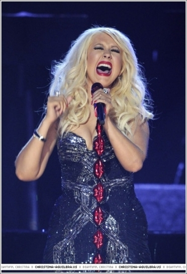 christina aguilera 2011. Christina Performs @ 2011