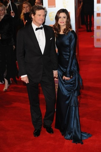 Colin Firth fond d'écran possibly containing a business suit and a dress suit titled Colin Firth in Bafta awards 2011