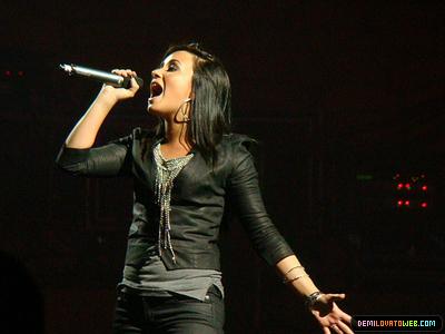 Demi Lovato 2010 South America Tour>05-23-10: Movistar Arena in Santiago,Chile
