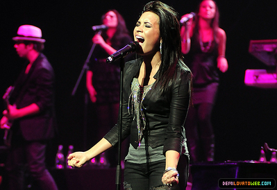 Demi Lovato 2010 South America tour>05-23-10:Movistar Arena in Santiago,Chile