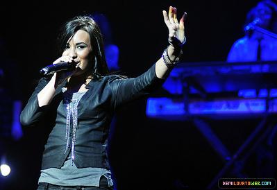 Demi Lovato 2010 South America tour>05-23-10:Movistar Arena in Santiago,Chile