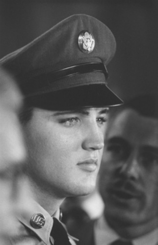 Elvis Presley wallpaper containing regimentals, dress blues, and a full dress uniform called Elvis