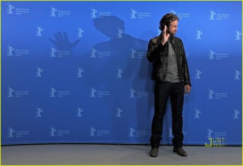 Gerard Butler: 'Coriolanus' litrato Call at Berlin Film Fest!