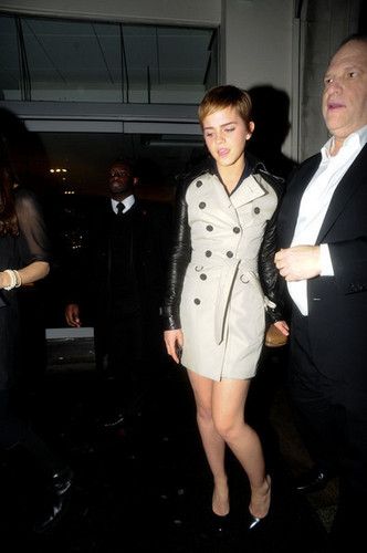 Harvey Weinstein and Emma Watson at a Pre-BAFTA chajio, chakula cha jioni in London