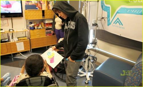 Justin Bieber: Valentine's Tag Hospital Visit!