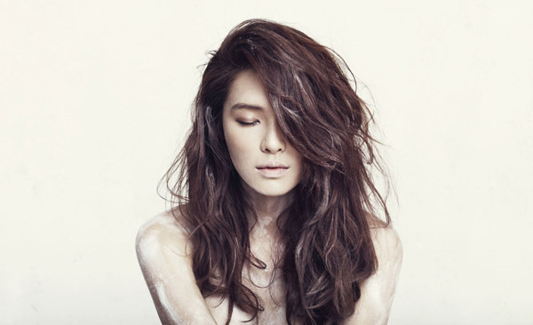 http://images4.fanpop.com/image/photos/19300000/Kahi-come-you-bad-person-teaser-picture-kahi-park-19341541-600-366.jpg