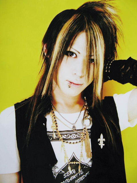 http://images4.fanpop.com/image/photos/19300000/Kanon-An-Cafe-jrock-19334220-480-640.jpg