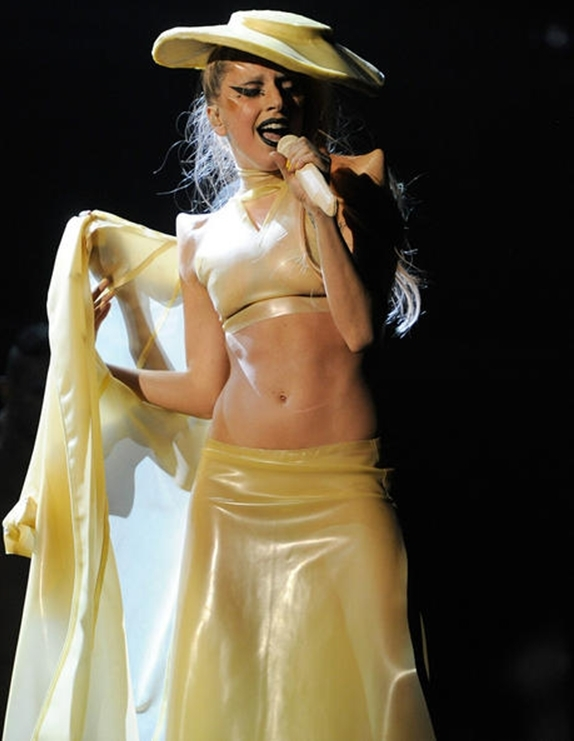 Lady-Gaga-Grammy-2011-lady-gaga-19301122-574-741