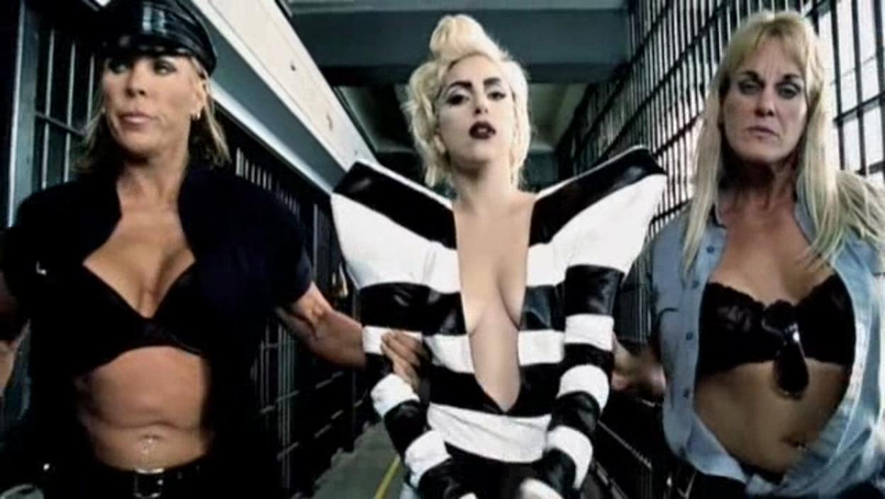 Lady Gaga ft. Beyoncé - Telephone Musik Video - Screencaps