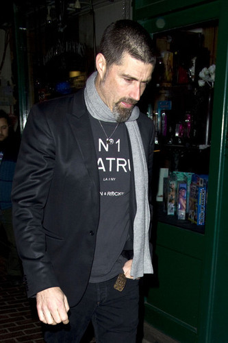 Matthew лиса, фокс walks Главная after attending a pre-BAFTA's party in London's