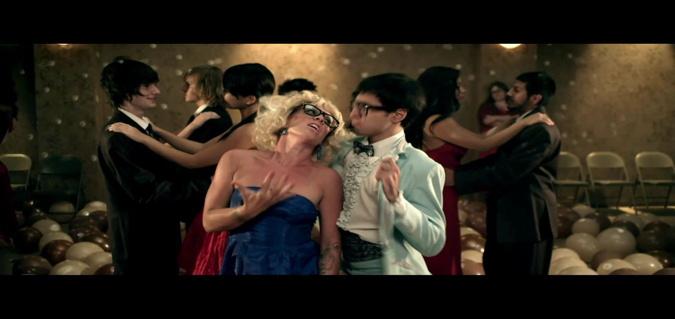 raise video song download