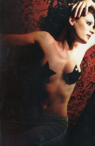 Paget Brewster Hintergrund entitled Paget Hotness: Cute Belly Button Included