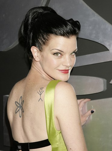 Pauley Perrette wallpaper possibly containing a portrait called Pauley Perrette - The 53rd Annual GRAMMY Awards