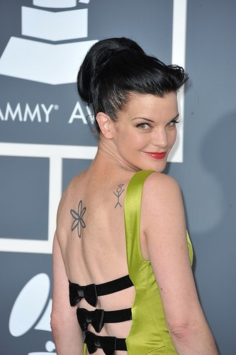 Pauley Perrette wallpaper possibly with skin and a portrait titled Pauley Perrette - The 53rd Annual GRAMMY Awards