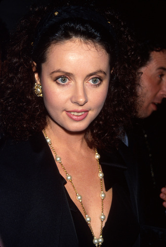Sarah Brightman wallpaper probably containing a business suit, a dress suit, and a portrait entitled Sarah Brightman