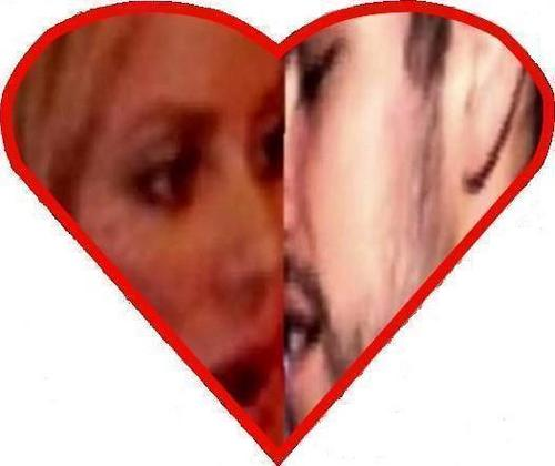 Shakira and Piqué kisses on Valentine's heart !