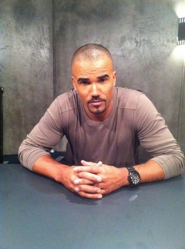 Shemar Moore 壁紙 probably containing a sign and a recreation room titled Shemar