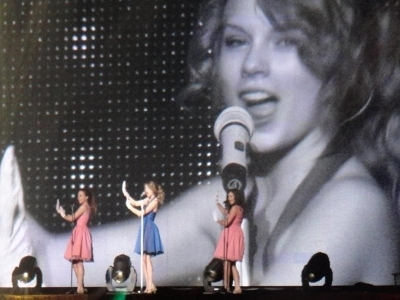 Speak Now World Tour > February 13 - Osaka, Japon