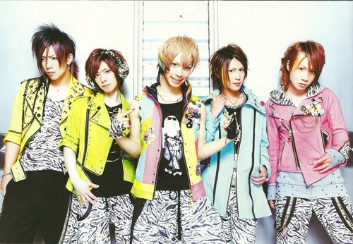 Japanese Bands wallpaper possibly containing a well dressed person and a top called SuG Whole Band