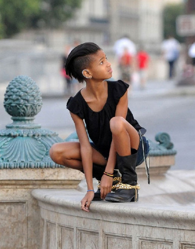 Willow Smith 바탕화면 probably containing bare legs, a hip boot, and a 거리 called Willow Smith
