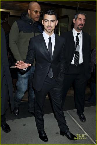 Zac Efron: Calvin Klein Show with Joe Jonas!
