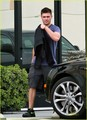 Zac out in LA - zac-efron photo