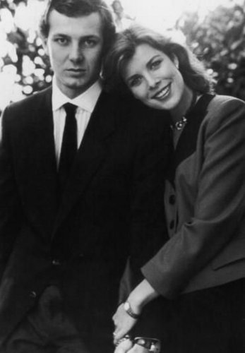 Công chúa món ăn bơm xen, charlotte Casiraghi hình nền with a business suit, a suit, and a three piece suit entitled charlotte's mother father